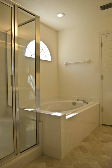 shower and garden tub small
